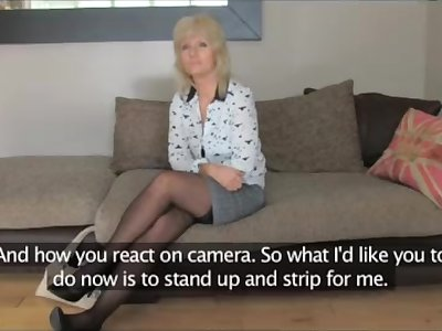 FakeAgentUK - Mature MILF is hungry for pecker