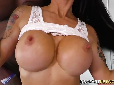 Huge-chested MILF Melissa Lynn loves BBC