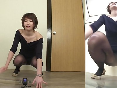 Japanese woman fails to hold in urinate Subtitled