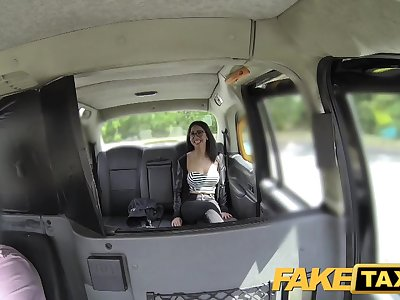 Fake Cab Spanish dark-haired with shaved fuckbox