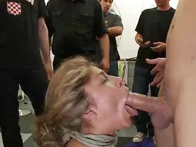 Messy whore gets romped in a hair salon