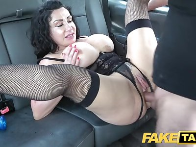 Faux Taxi Huge meaty pussy lips suspend over and grip big drivers dick